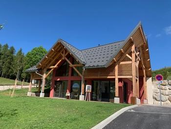 Bureau d'information au Col des Guérins à Sigoyer pour toutes les activités autour de la montagne de Céüze